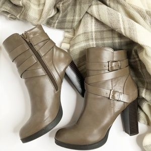 FOREVER 21 Chunky Heel 4in Buckle Ankle Boots